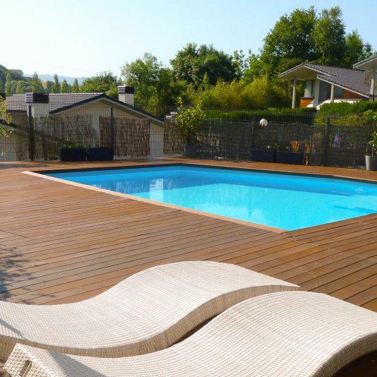 Piscina en hotel en orio pressing piscinas - Material para piscinas ...