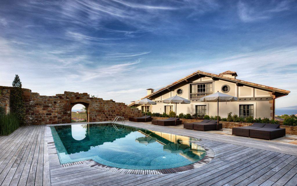 Piscina en Hotel Iturregi